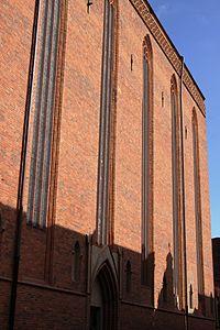 Toruń, kościół pw. WNMP (ściana południowa od ul.Panny Marii) (OLA Z.)