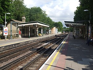Totteridge & Whetstone tube station - Image: Totteridge & Whetstone stn northbound