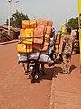 Transport de bidons d'huile rouge.jpg