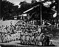 Tropenmuseum Royal Tropical Institute Objectnumber 60005595 Leerlingen van de ULO school op de bi.jpg