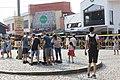 Turistet te shatervani i qytetit te Prizrenit.jpg