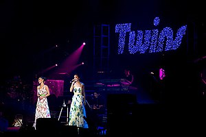 Cantopop - Twins at the height of the group's popularity