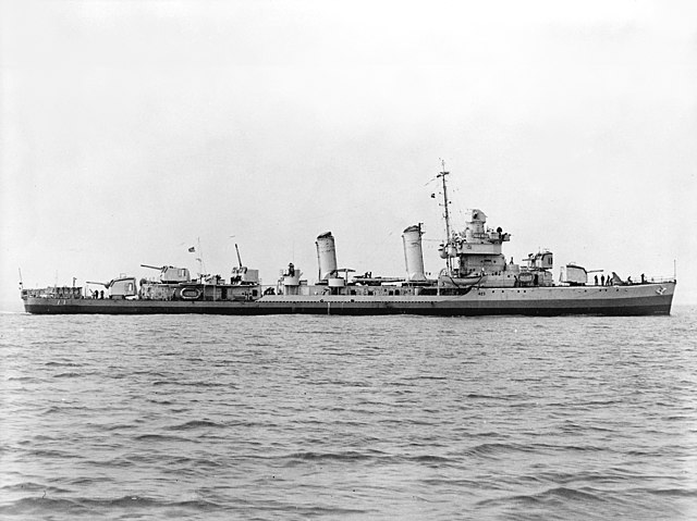 640px-USS_Gleaves_%28DD-423%29_underway_on_18_June_1941_%28513043%29.jpg