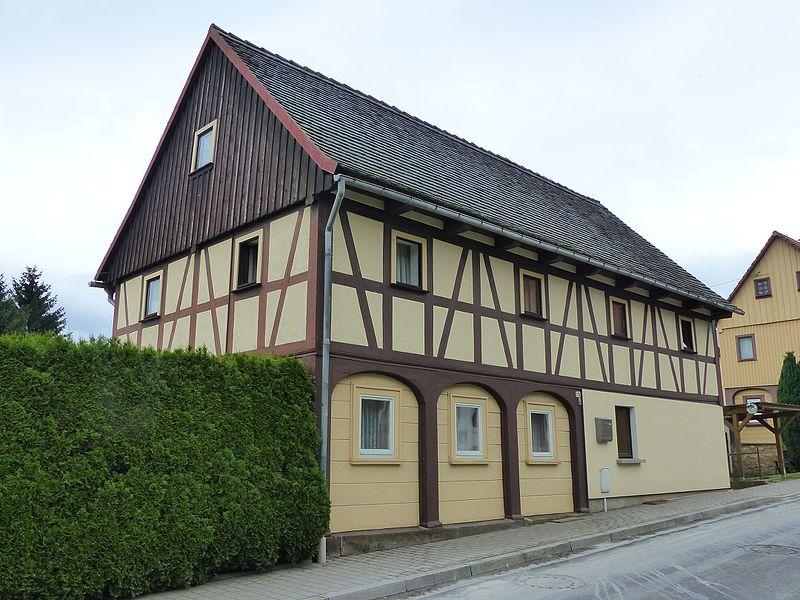 File:Umgebinde Hauptstraße 112 Bertsdorf.jpg