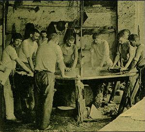 São João da Madeira - The Unhas Negras workers of the felt industry, immortalized by João da Silva Correia