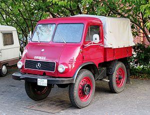 Unimog 401 mit geschlossener Kabine bei Wischnewski.jpg