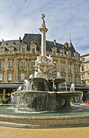 Fontaine monumentale wikip dia for Piscine miroir wikipedia