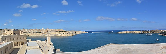 View from Fort St Angelo 02.jpg