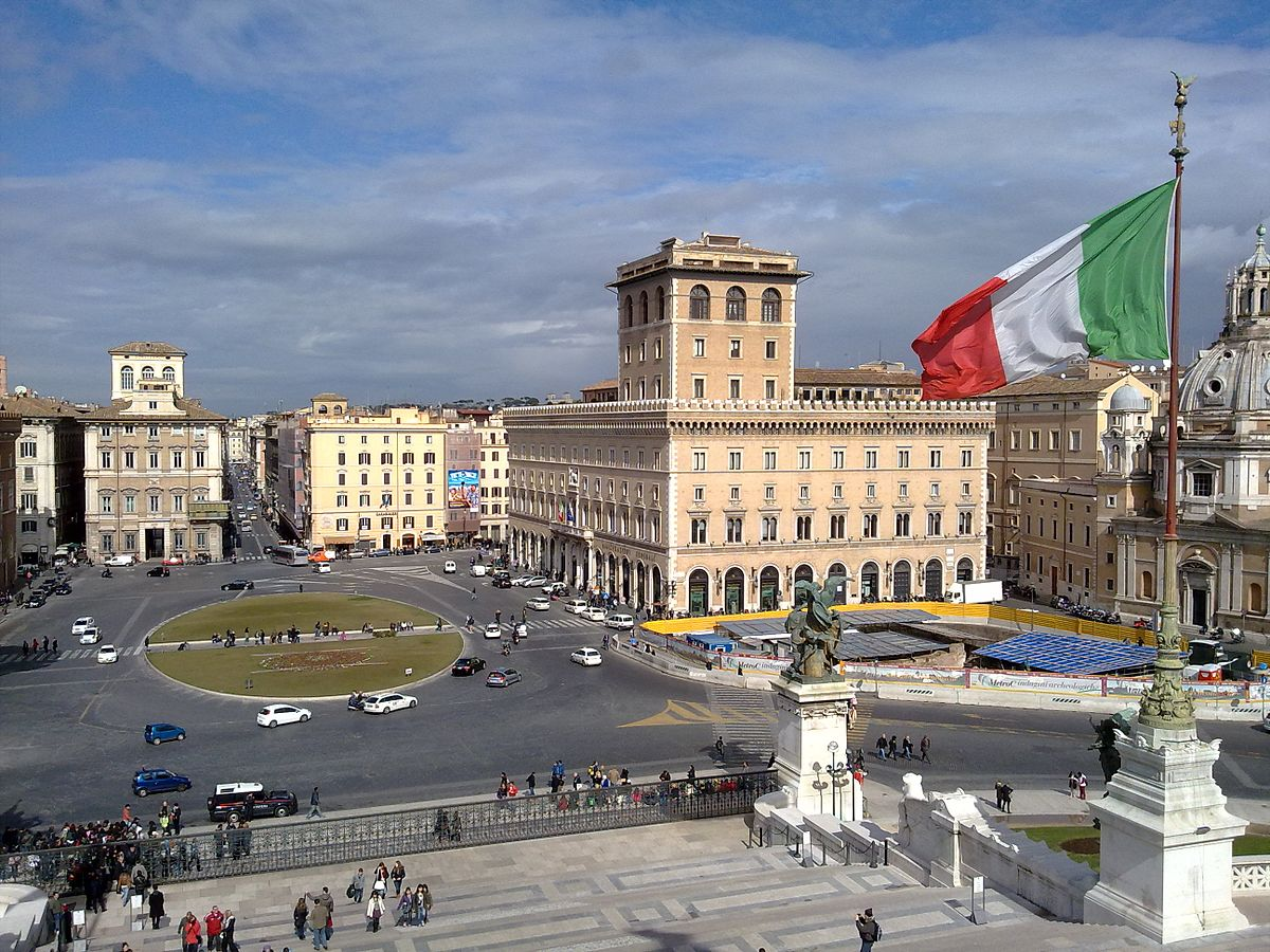 File:View of Piazza Venezia in Rome from Vittoriano.jpg ...