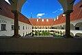 Viktring Stift Arkadenhof 09072009 47.jpg