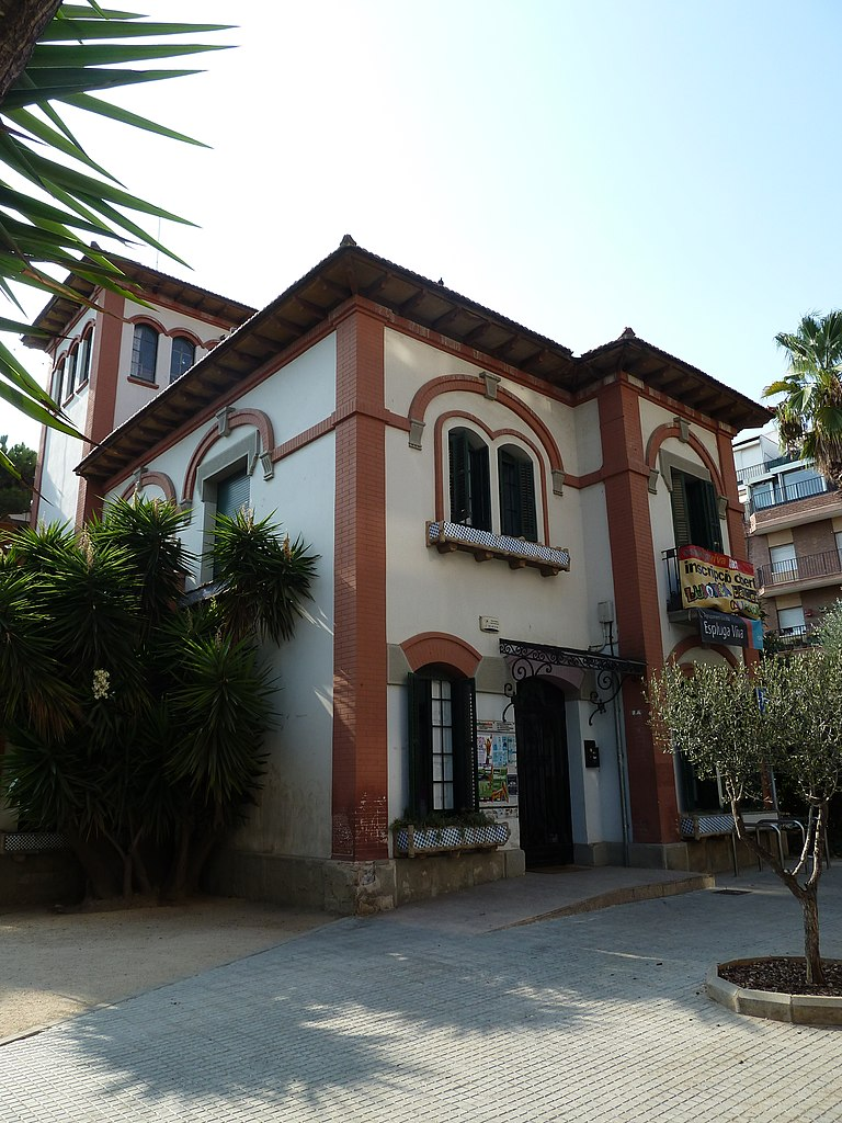 File vil la rosa casa termes 2 jpg wikimedia commons for La casa rosa milano