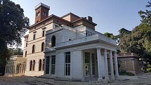 Villa Blanc, residenza romana del barone Alberto Blanc, progettata e costruita in stile eclettico da Giacomo Boni nel 1896. Nel 1996 acquistata dall'Università LUISS per farne sede didattica. Foto del 2016, a ristrutturazione quasi completata.
