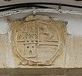 Villarrubio, escudo en puerta de casa.jpg