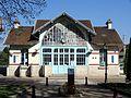 Villennes-sur-Seine (78), gare SNCF, bâtiment voyageurs côté ville.jpg