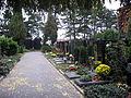Vinohradské hřbitovy, hroby poblíž krematoria Strašnice.jpg