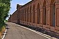 Vista esterna del colonnato dei portici.jpg