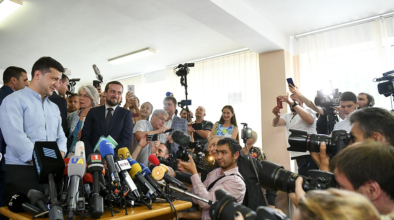 Volodymyr Zelenskyy voted in parliamentary elections (2019-07-21) 06.jpg