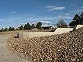 Vypuštěný Holoubkovský rybník, přepad na dně.jpg