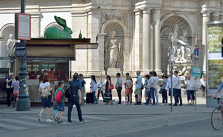 Würstelstand Oper, Albertina.jpg