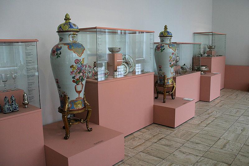 File:WLANL - Quistnix! - Museum Boijmans van Beuningen - Wapenvazen.jpg