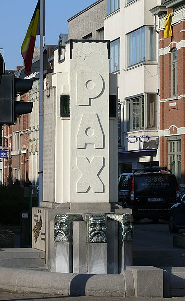War Memorial erected in memory of the inhabitants of Sint Gillis bij Dendermonde who died in the First World War. The design is by the architect Jules Tijtgat. The monument was inaugurated in 1931.
