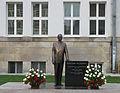 Wladyslaw Raczkiewicz monument Torun.jpg