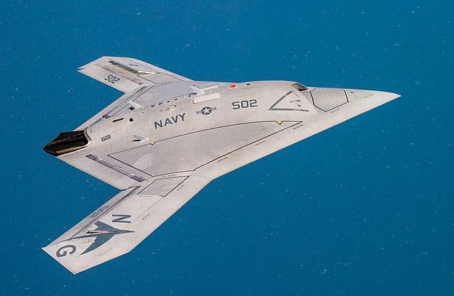 U.S.S GEORGE H.W. BUSH CVN-77 1/720 Italieri FINI !!!!!!!!!!!! - Page 2 640px-X-47B_operating_in_the_Atlantic_Test_Range_%28modified%29