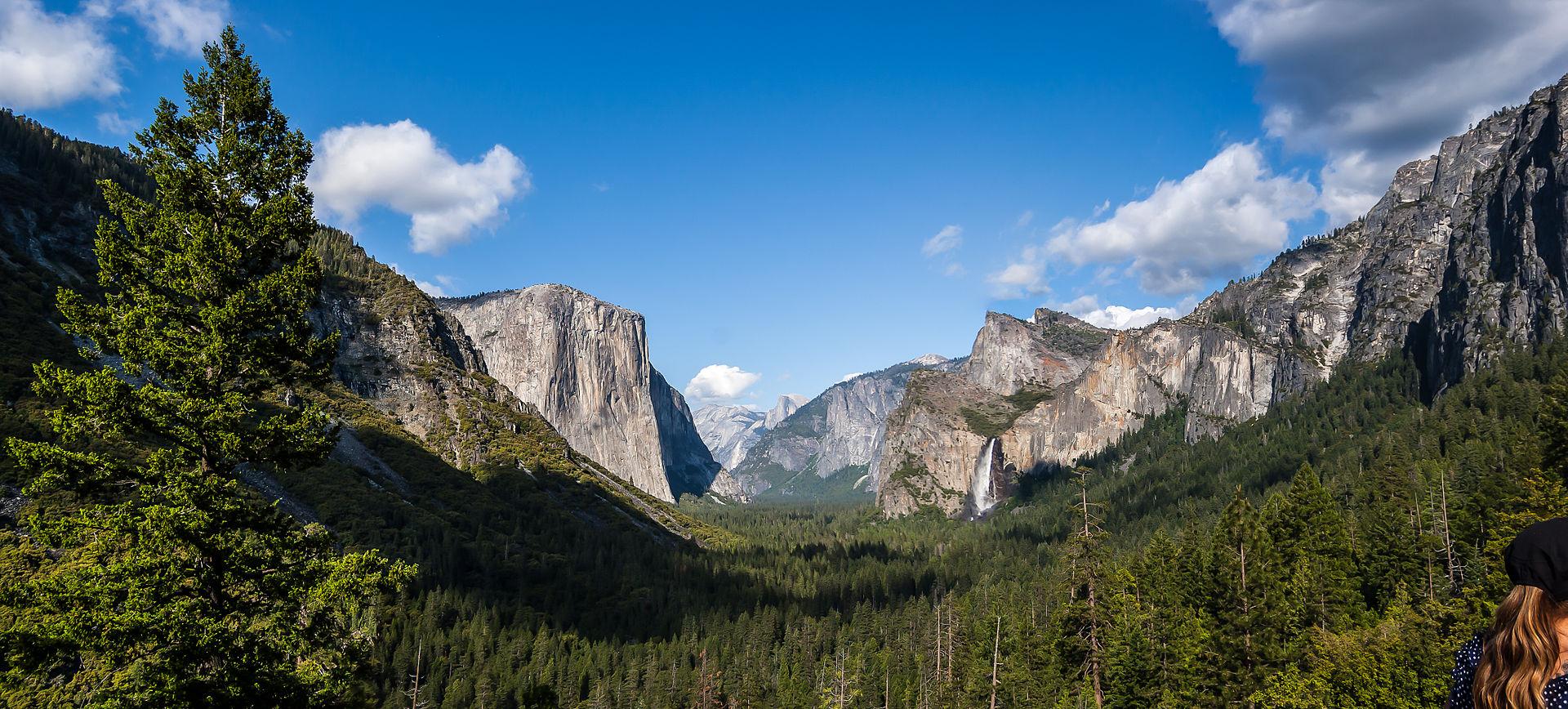 Yosemite Valley from Tunnel View.jpg