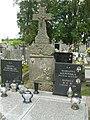 Zabytkowe groby na cmentarzu w Jazgarzewie 9.jpg