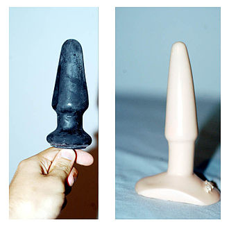 Two sex toys intended for anal use (note the flared bases) Zwei unterschiedliche Butt-Plugs.jpg