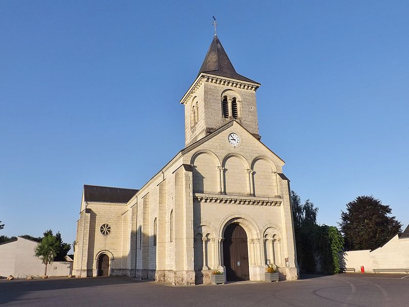 Sight of the north-western side of église Saint-Paul church of Vivy in Maine-et-Loire, France.