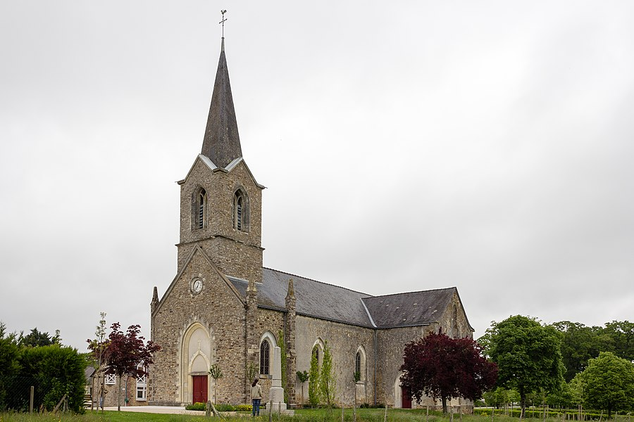 Français:  Église de l'Assomption de La Rouaudière (France).