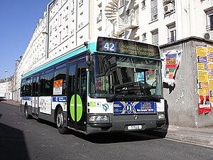 Français : Bus RATP Gare du Nord Ligne 42_Pari...