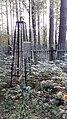 Безымянная могила за деревянной оградой. вид сбоки.jpg