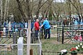 Кладбище села Солдатское на Пасху 2014 22.JPG