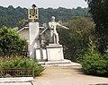 Крилос. Модернізований радянський монумент.jpg