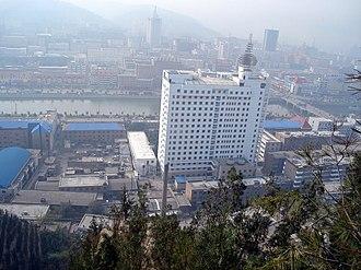 Lüliang - Image: 吕梁人民医院北侧 2006 panoramio