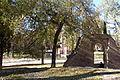 12 Madrid El Retiro ruinas ermita romanica lou.JPG