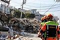 2010년 중앙119구조단 아이티 지진 국제출동100118 중앙은행 수색재개 및 기숙사 수색활동 (101).jpg
