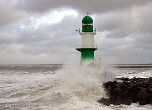Cyclone Xaver - Cyclone Xaver unleashing high waves near Warnemünde, Germany