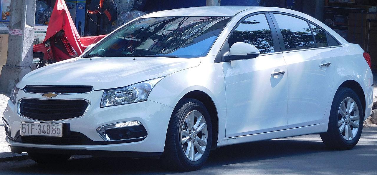 1280px-2015_Chevrolet_Cruze_LT_facelift_