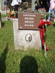 Tumba de Pietro Bruzzi en el cementerio de Maggiore en Milán