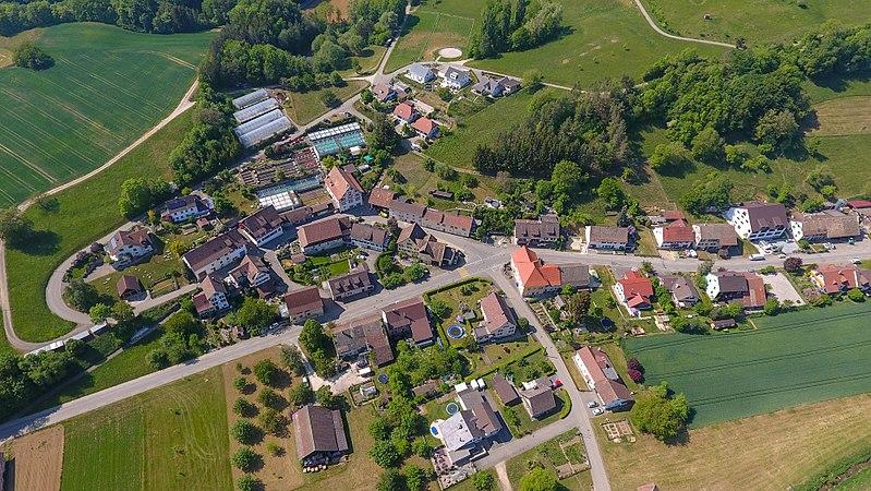File:2018-05-11 15-43-58 Schweiz Hofen SH Hofen 647.0.jpg