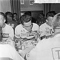 51ste Tour de France 1964, maaltijden Nederlandse ploeg André van Aart, Bestanddeelnr 916-5762.jpg