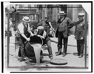English: Removal of liquor during prohibition