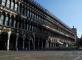 8238 - Venezia - L'ombra del campanile sulle Procuratie Vecchie - Foto Giovanni Dall'Orto, 12-Aug-2006.jpg