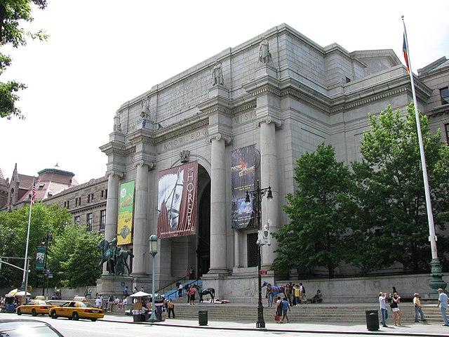 Museu Americano de História Natural 640px-AMNH-exterior