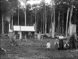 European Australians - A pioneering settler family, circa 1900.
