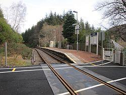 Achnashellach Level Crossing and station (15166114691).jpg