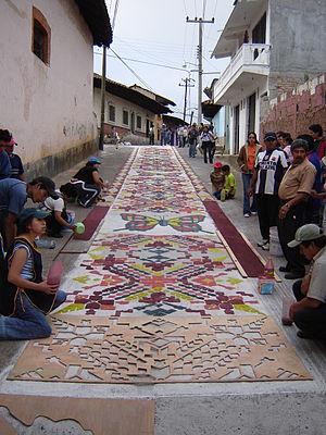 Sawdust carpet - Carpet in progress in Acaxochitlán, Hidalgo.
